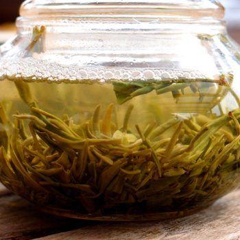 Dong Ting hegyi BiLuoChun, fűszeres vadrózsa és hibiszkusz aroma, 2015